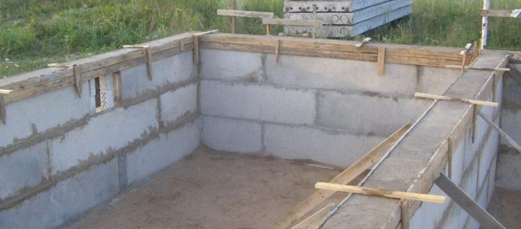 Свайно-ленточный комбинированный фундамент и его сравнения с другими типами устройства оснований для зданий и сооружений